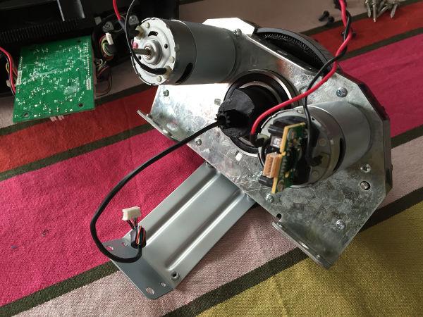 Les 2 moteurs du retour de force du G27 nus